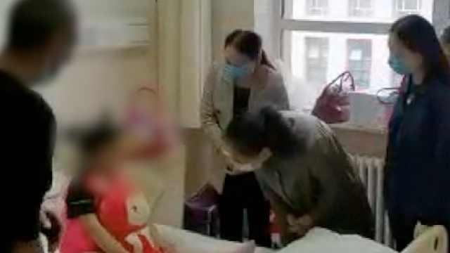 女童遭亲爹后妈虐待恐需整形:多处刀穿伤,口鼻变形