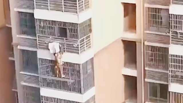 高空,徒手!3岁娃翻出阳台邻居徒手高空救援,原来他恐高…