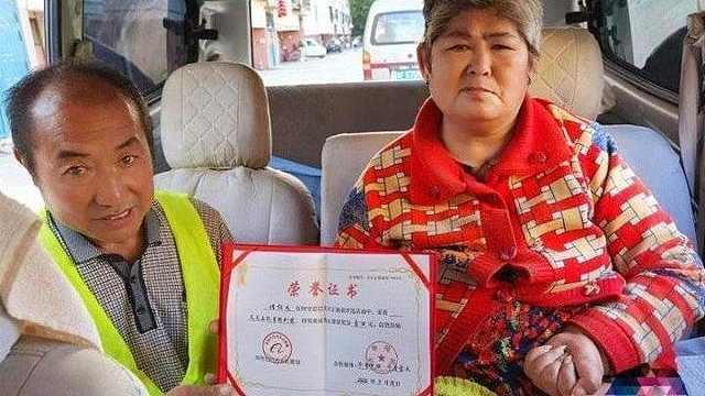 """山东烟台汉子带瘫痪妻打工十多年:""""有她在,家就在!"""""""