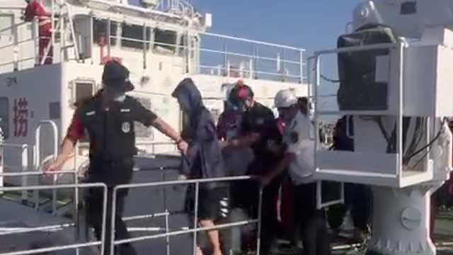 广东一渔船在江门川岛海域沉没,12人获救1人仍失联