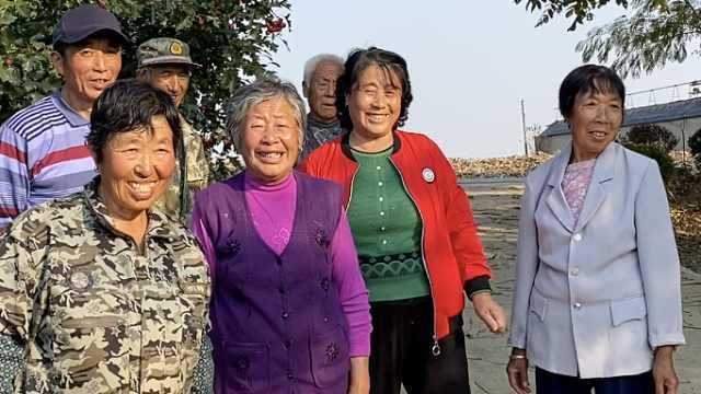 农村八兄妹协力孝敬101岁老母亲:有活儿帮着干,要钱一起出