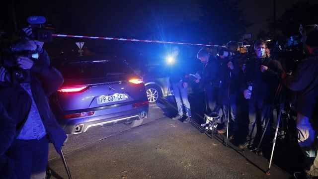 法国一名老师被当街割头,总统马克龙:这是伊斯兰恐怖袭击