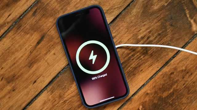 美媒测评:iPhone12Pro连5G耗电快,亮屏2.5小时电量剩18%