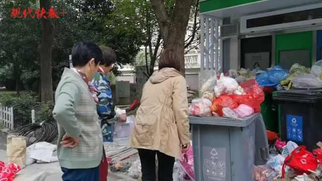 南京垃圾分类第二天丨不少撤桶并点小区上正轨,但还有乱丢的