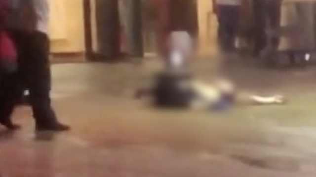 湛江万达公寓一男人杀人后跳楼砸死路人,警方通报详情