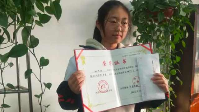 与残疾奶奶相依为命的小思琪收下了正能量奖,婉拒了其他资助