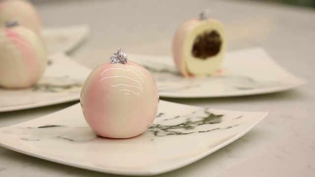 """球形大黄甜点:""""果肉为芯""""并不总是塞个水果"""
