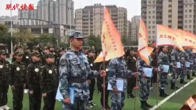 真人CS……南京市小学国防教育嘉年华展少年力量!