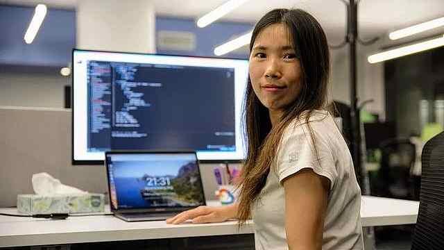 辍学、被骗、自考本科,深圳厂妹用10年蜕变纽约高薪程序员
