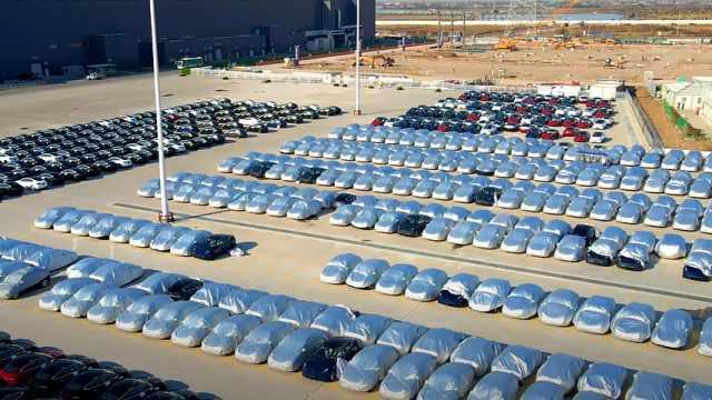 """""""产销100万""""不是开玩笑,国产特斯拉Model Y挤满停车场"""