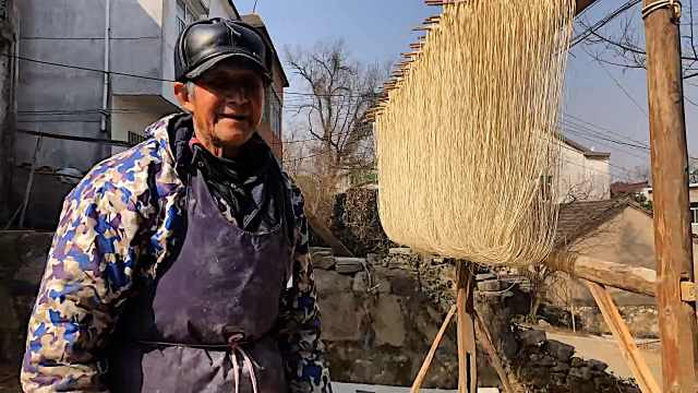 年将至小村人家齐晒挂面:一家三代手工做面,春节能卖数吨