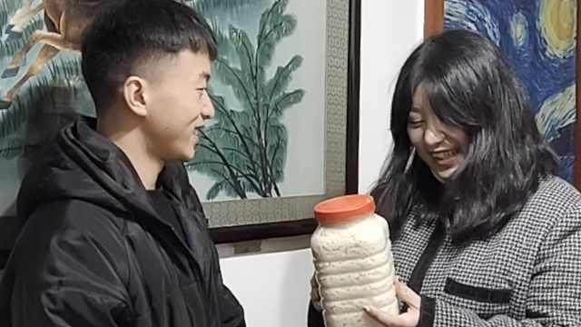 小学老师支教十年资助贫困生,学生为她奔赴数百公里送甜酒