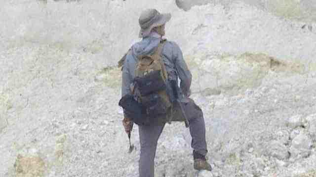 70后大叔野外寻宝古生物化石,享受跟自然独处