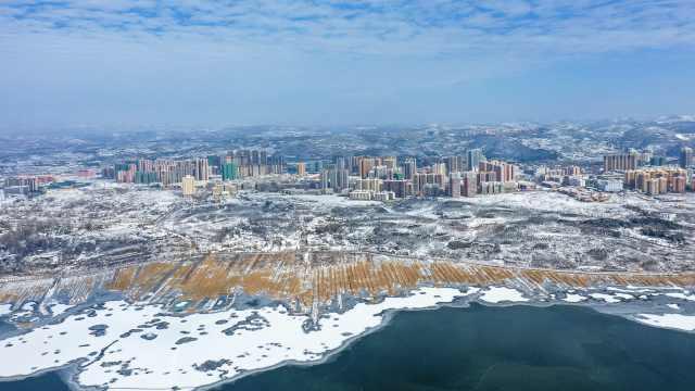"""贵州威宁草海""""冰封""""犹如南极冰川,前几天还有候鸟在此越冬"""