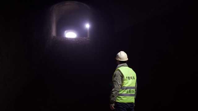 魔幻的重庆深不可测,地下106米藏着全国最深地铁站