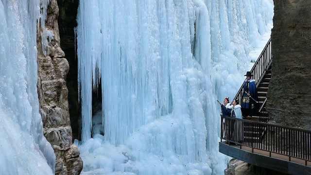 分分钟出大片!云台山形成2000米冰瀑群,每天万人打卡