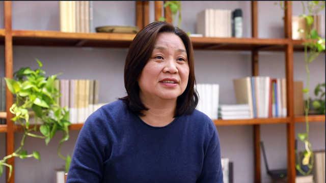 """人大教授梁鸿谈春节""""防亲戚"""":年轻人该多一些耐心"""