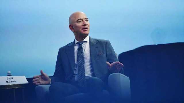 亚马逊四季度财报大涨,贝索斯将卸任亚马逊CEO