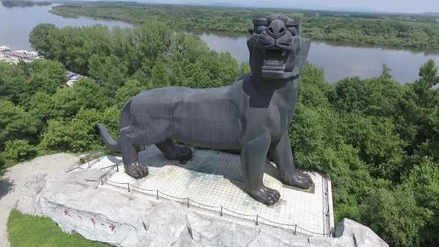 """黑龙江有座高16米的""""天下第一虎"""",虎脚下可遥望俄罗斯风光"""