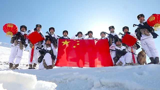边防官兵除夕踏上海拔5100米界碑巡逻,为祖国送上新春祝福