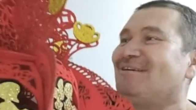 俄罗斯族大叔视频记录东北春节:5个硬币饺子,女儿吃到3个