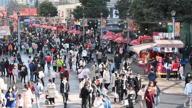 春节最动听的音乐!成都街头艺人在26个地点为市民演唱