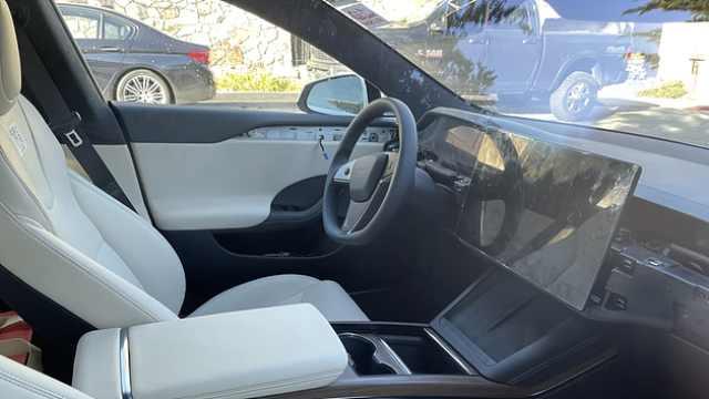 特斯拉新款Model S谍照曝光,异形方向盘只是虚晃一枪?