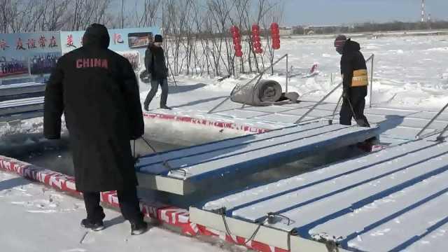 """东北人冬泳有多拼?黑龙江上挖冬泳池,盖厚""""棉被""""防冻结"""