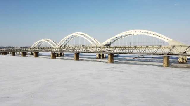 东北120年跨江铁路桥变公园,站桥上可近距离感受高铁速度