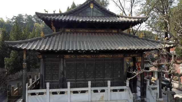 """吴三桂建存世最大铜殿365个""""寿""""字,被祈福市民摸到发金光"""