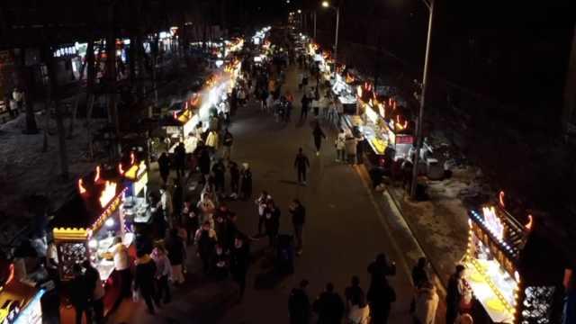 哈尔滨师大夜市开张:一晚卖500碗毛肚,开学后还能翻倍