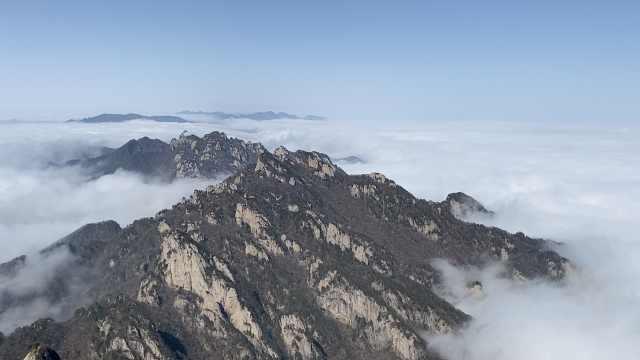 俯瞰河南老君山飘渺云海,云雾翻涌满屏仙气