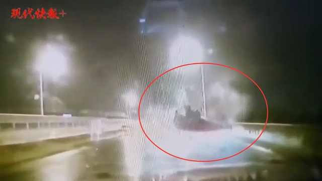 司机醉驾翻车,连续旋转翻滚画面被拍