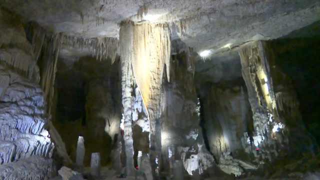 四川宜宾发现1600m²天然洞穴,各类乳石30多种绚丽如水晶宫