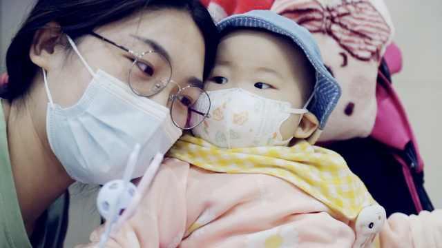 """低龄白血病患者:5个月时确诊,第一声""""妈妈""""是在病房内学会"""