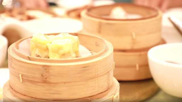 广东人的早茶和早点有什么区别?