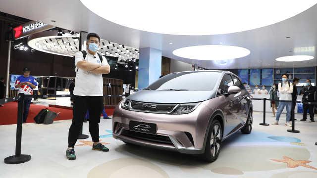 比亚迪EA1 全新电动车亮相上海车展