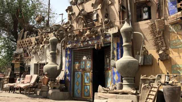 """现实版一千零一夜!新疆大爷收集老物件40年造了个""""童话屋"""""""