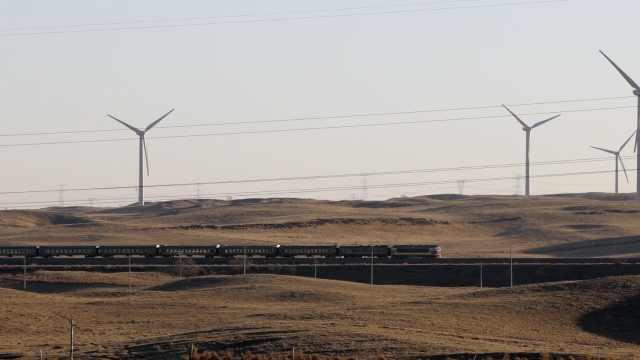 内蒙古这趟慢列车472公里要开近9小时,农牧民上学采购就靠它
