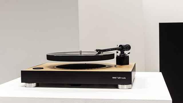 帅到飞起!这款悬浮黑胶唱片机,让你的耳朵濒临怀孕