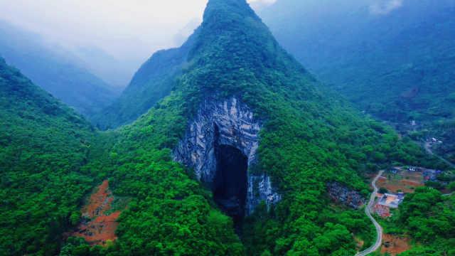 藏在广东清远深山的燕窝洞,里面有金丝燕和溶洞