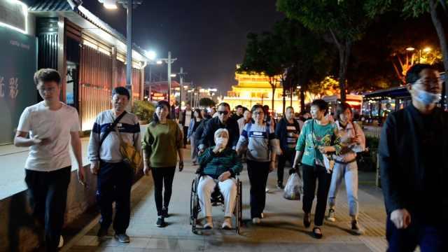 70岁儿子带88岁母亲横跨千里旅游:盼了十几年,不想留遗憾