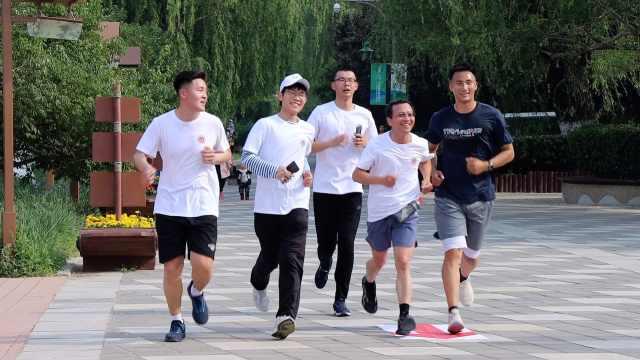 兑现承诺!北二外校长与学生PK十公里长跑