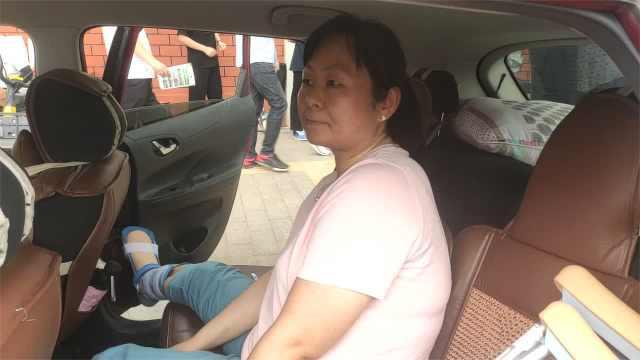 母亲小腿骨折执意陪考:不想缺席孩子成年后的首次大考