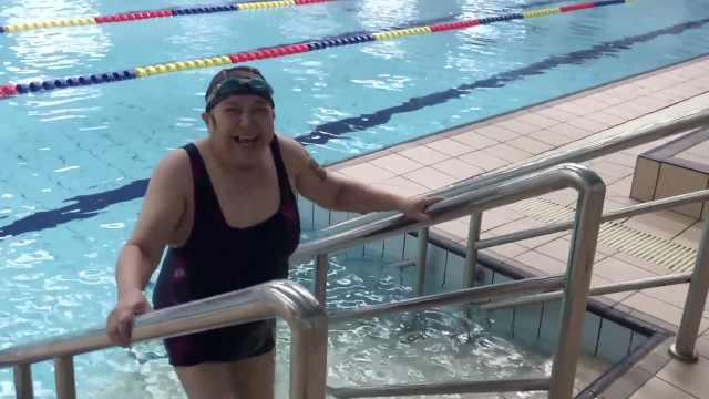 七旬奶奶爱上游泳十多年几乎天天游:身体好,儿女不受累
