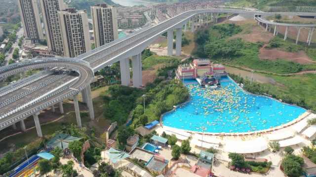 8D重庆再添奇景!高架桥下竟现上万平米造浪池成避暑天堂