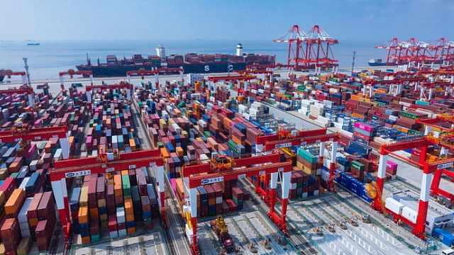 洋山港用上华为F5G技术,百公里外可操控塔吊!