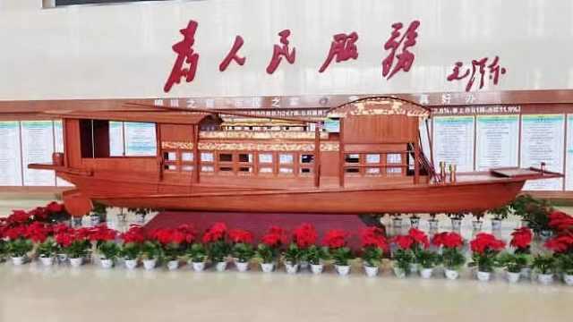 """宁夏手工模型爱好者复制""""南湖红船"""" 陈列于银川市民大厅"""