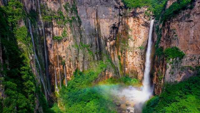 飞流直下!云台山瀑布迎来今年最大水量,单级落差314米