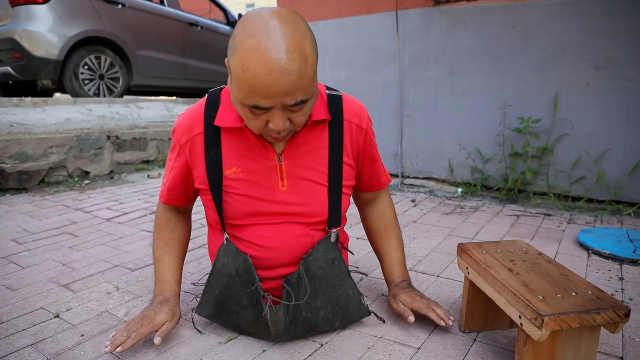 无腿男子1天做100个倒立撑,板凳当腿已36年:路虽坎坷前途美